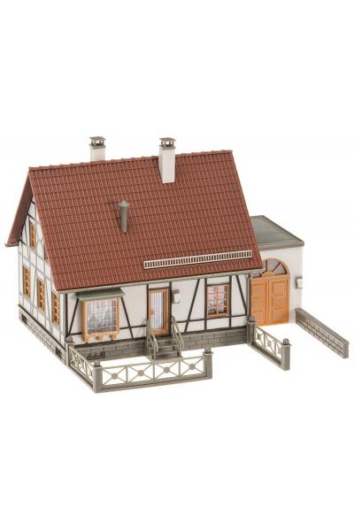 Faller 130215 Фахверковый дом с гаражом 1/87